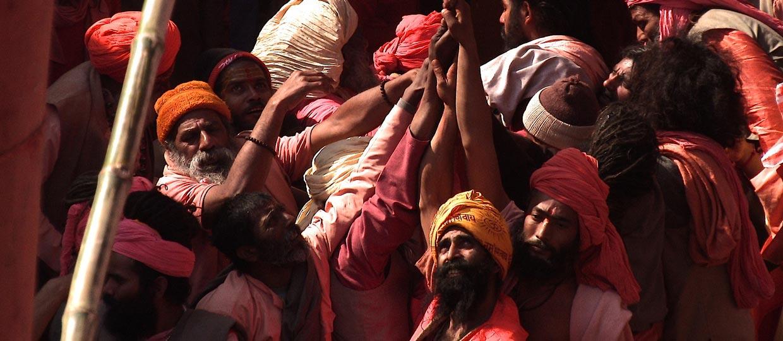 http://www.sadhu-lefilm.com/wp-content/uploads/2012/07/SADHU-Khum-Mela.jpg