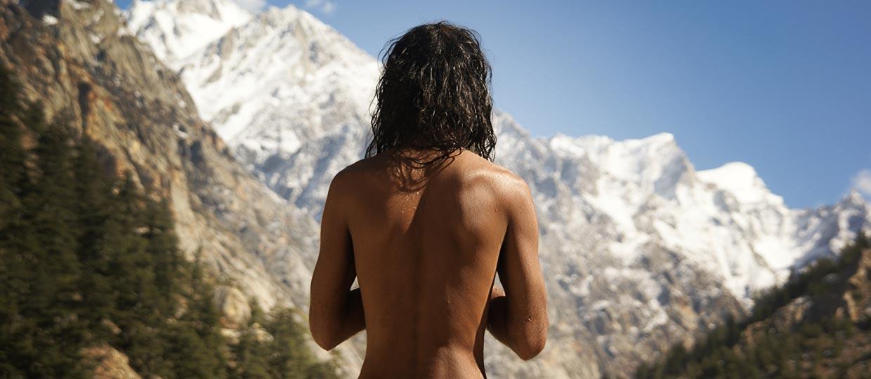 http://www.sadhu-lefilm.com/wp-content/uploads/2012/07/SADHU-Suraj-dos-nu.jpg